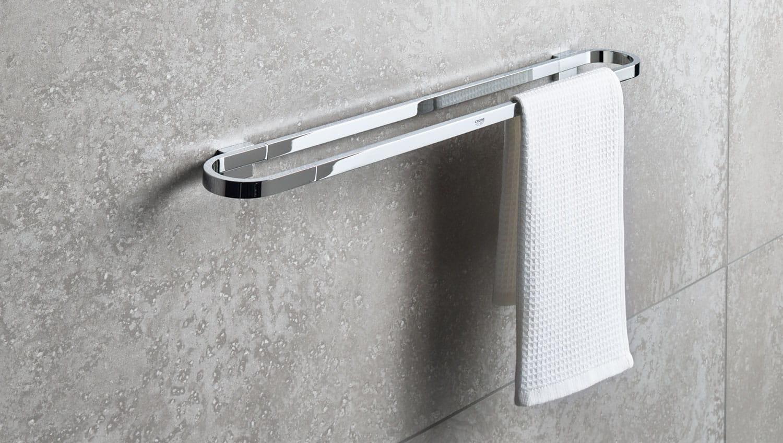 Selection Accessoires - barre de serviette avec serviette blanche