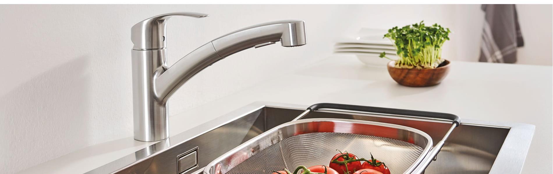 Le robinet de cuisine Eurosmart servant à nettoyer les légumes.