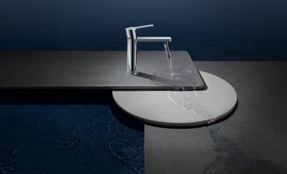 robinet avec base d'évier futuriste