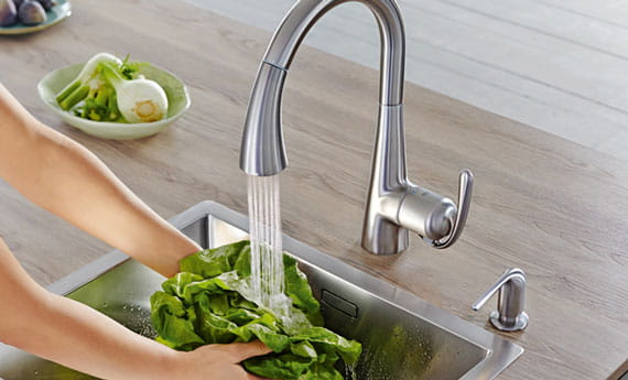 légumes de nettoyage
