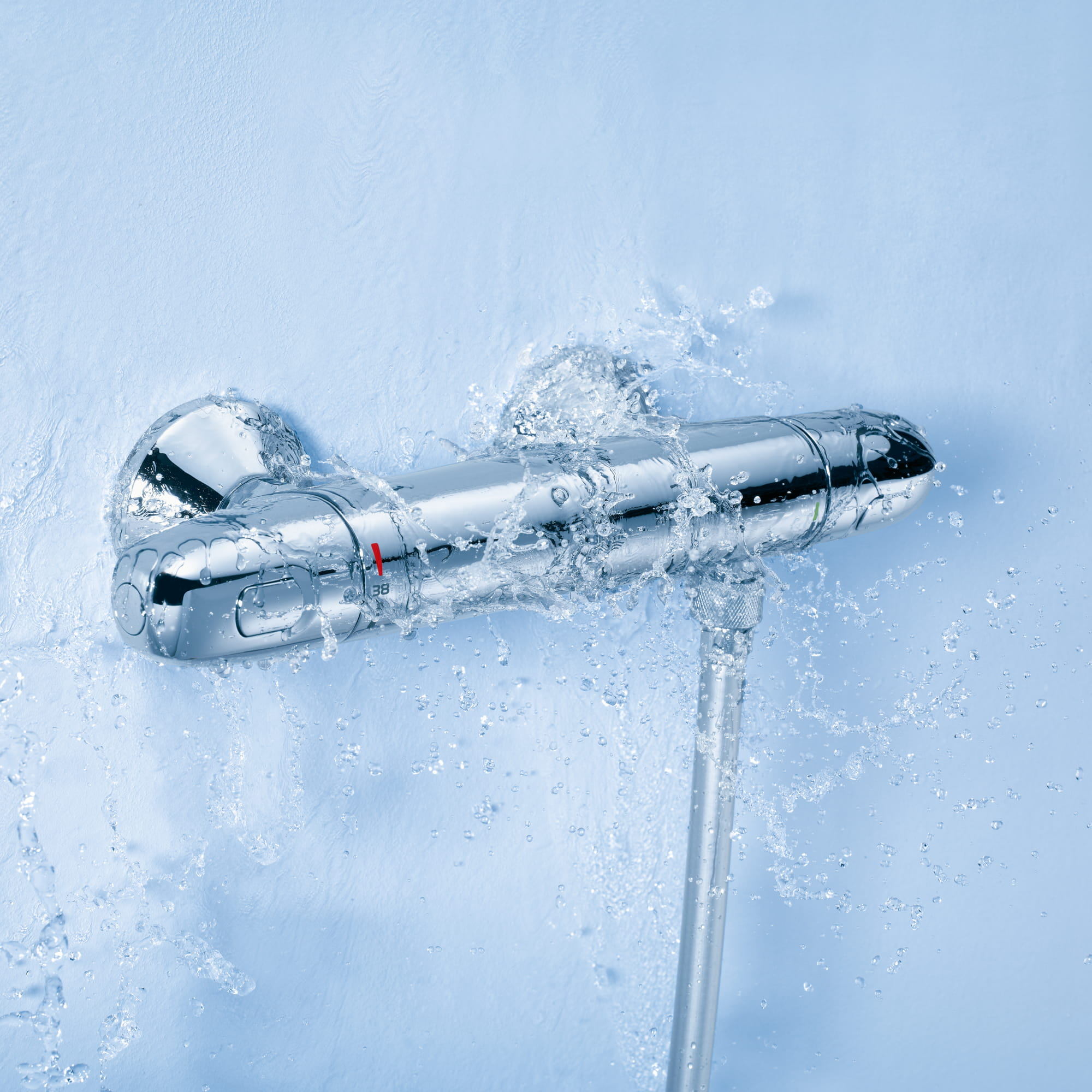 Grohtherm 1000 with water splashing