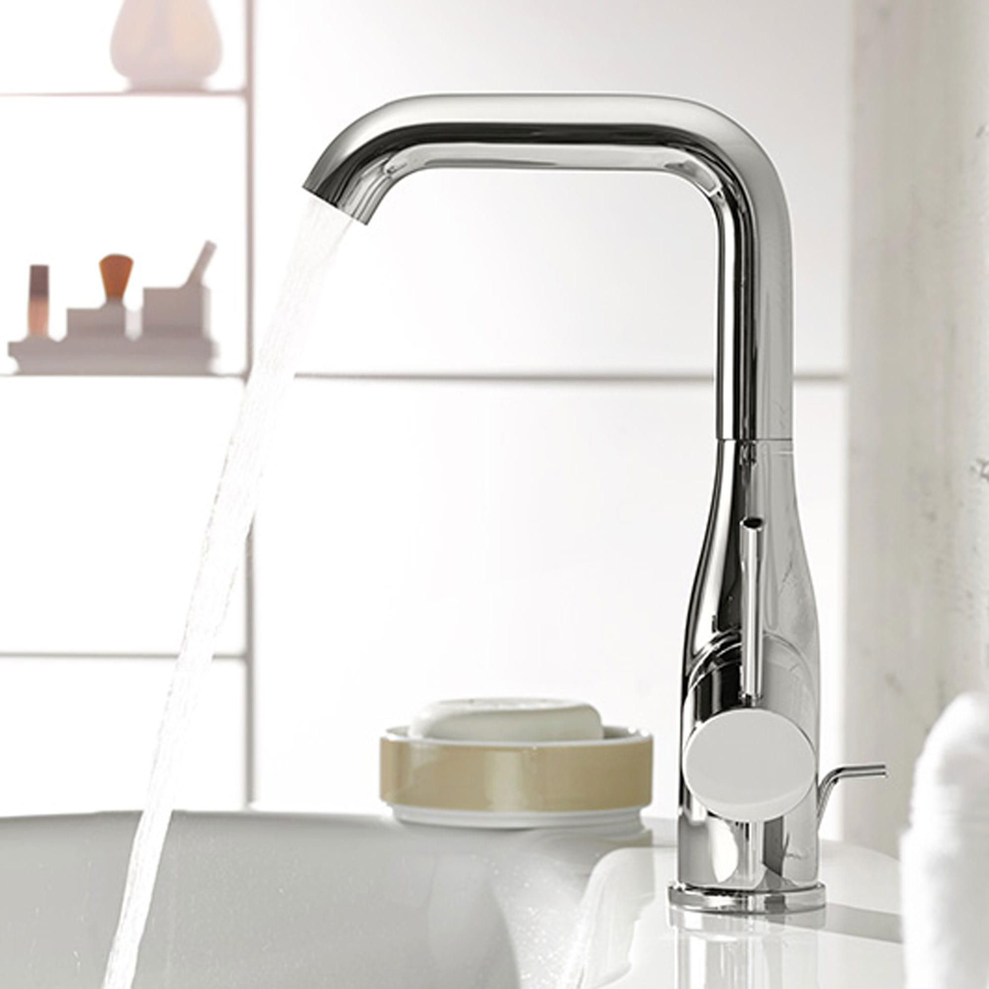 évier de salle de bain avec angle de l'eau courante