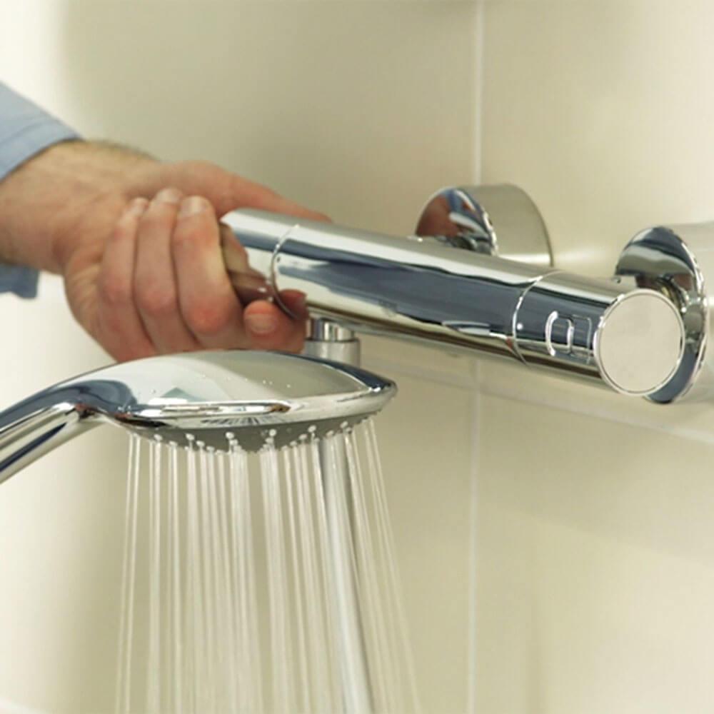 Changer le tuyau flexible et la douchette