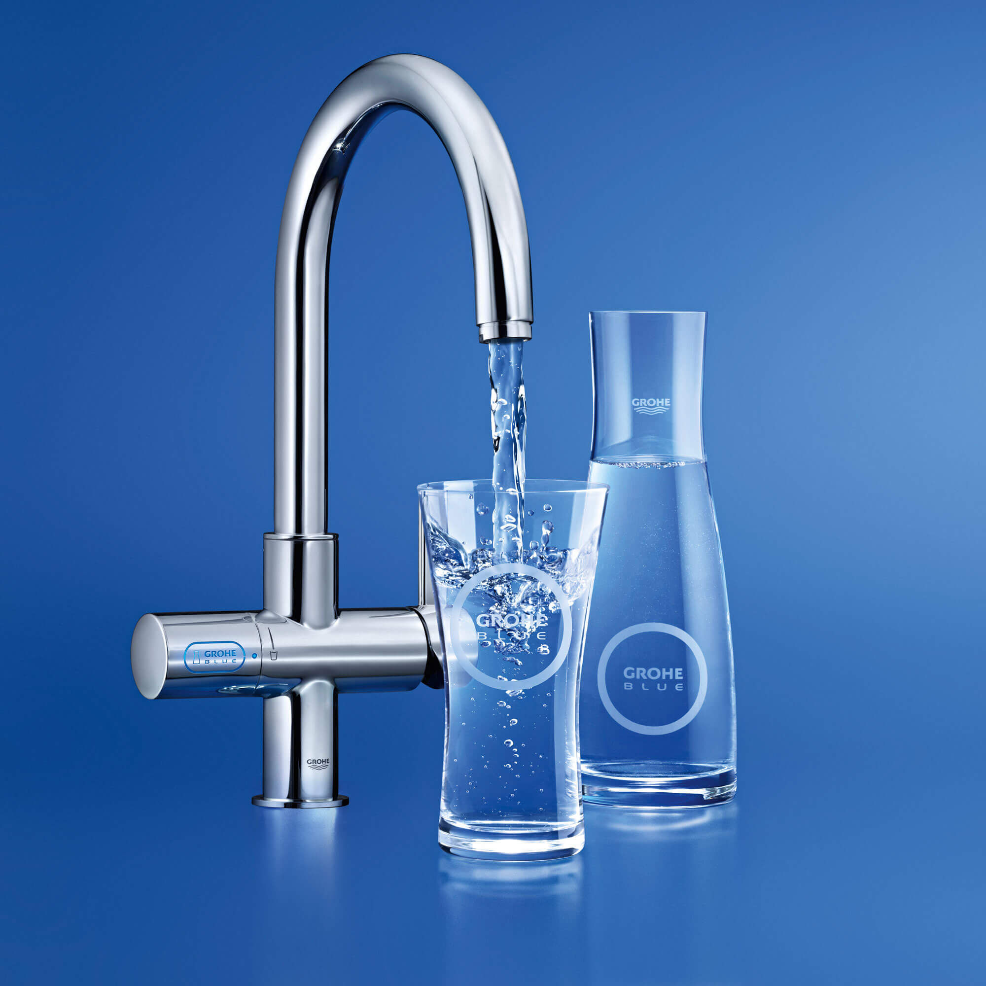 GROHE Blue pouring into a glass
