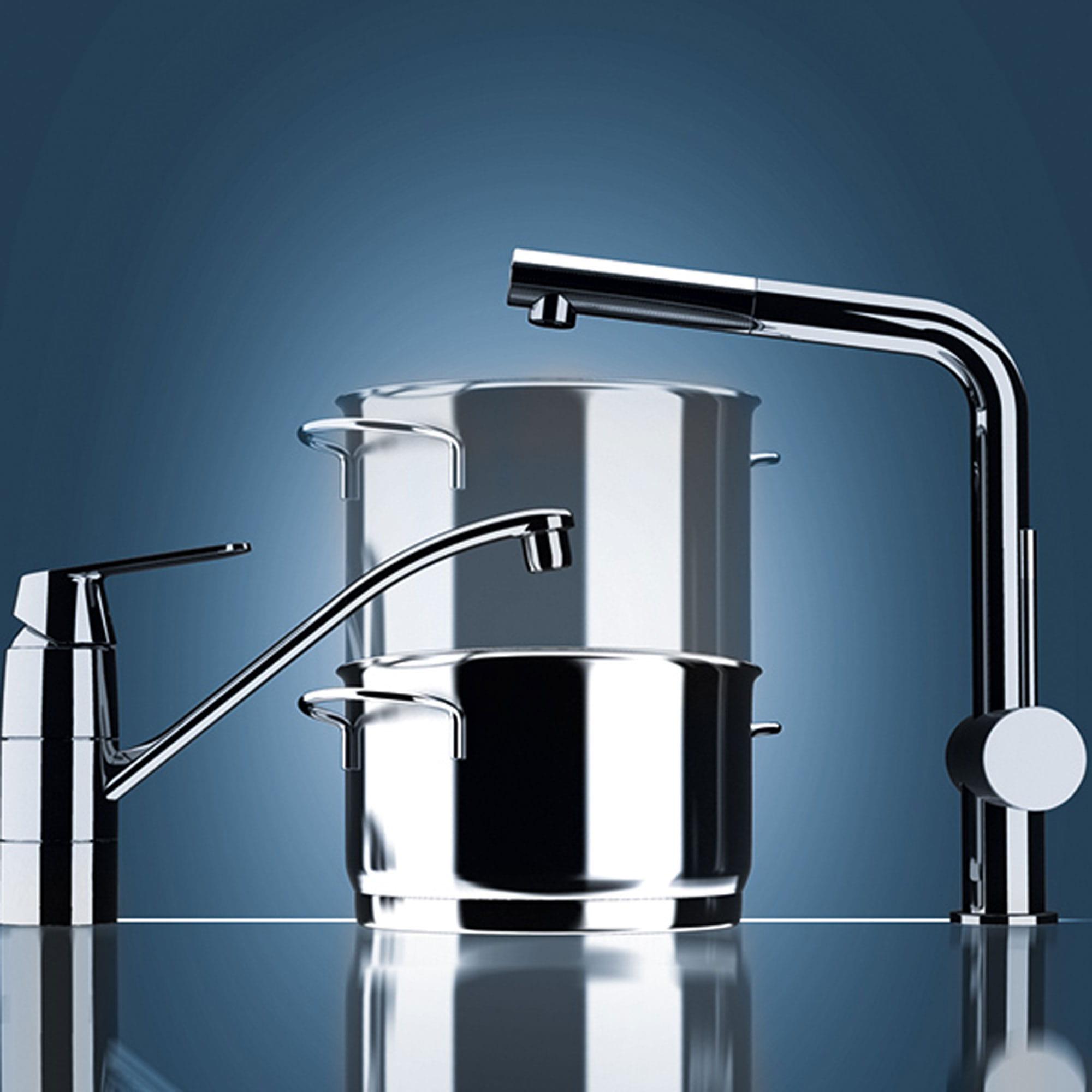 petit robinet et grand robinet pour remplir des pots en arrière-plan