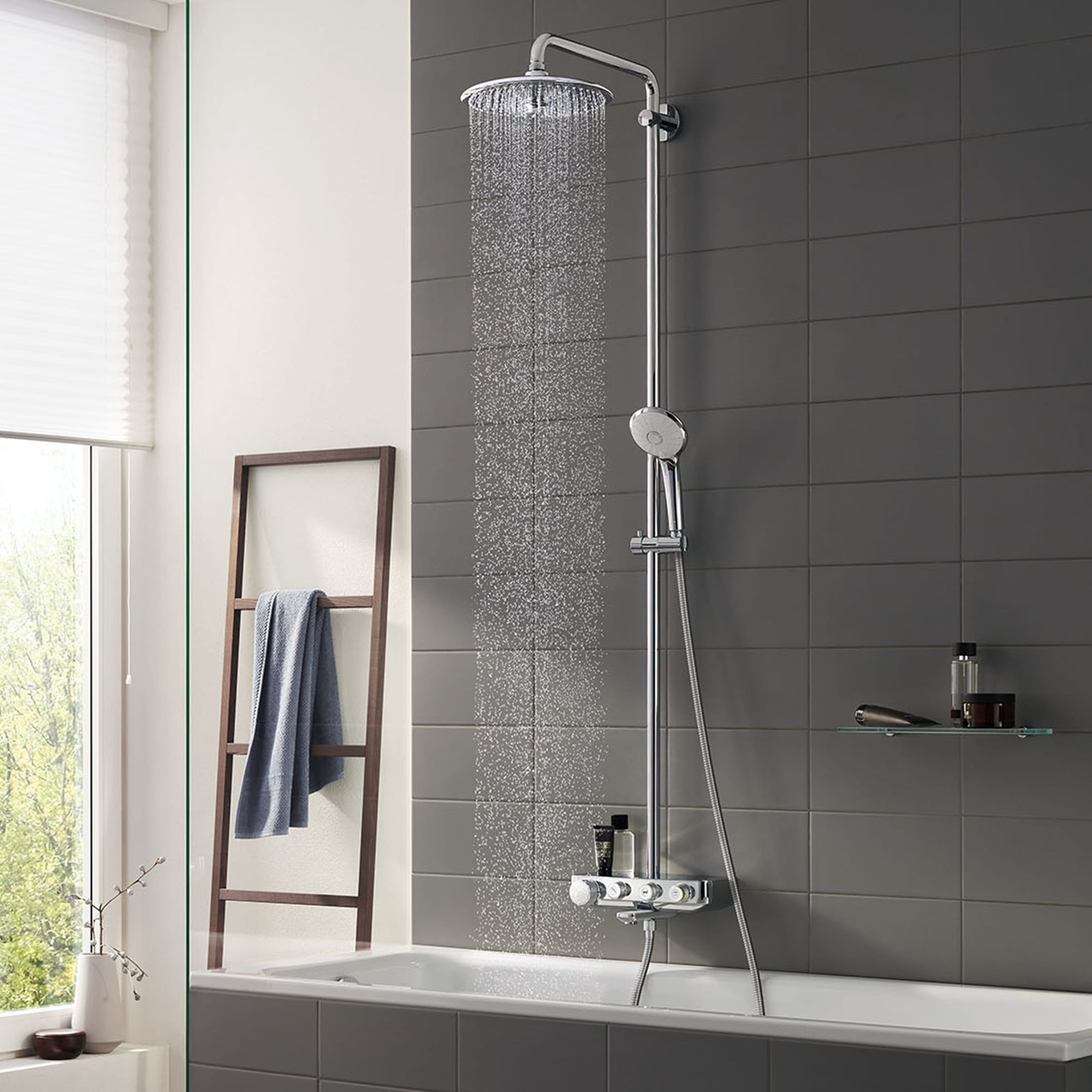 Euphoria SmartControl shower spraying water in tub