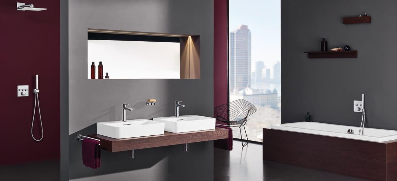 GROHE full bathroom with burgundy theme