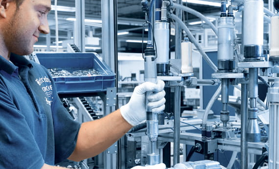 GROHE Factory Worker