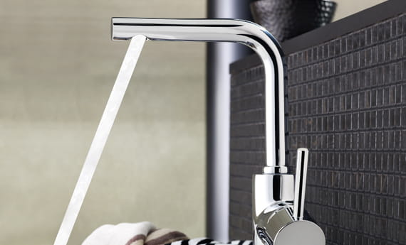 GROHE Faucet Running in Chrome