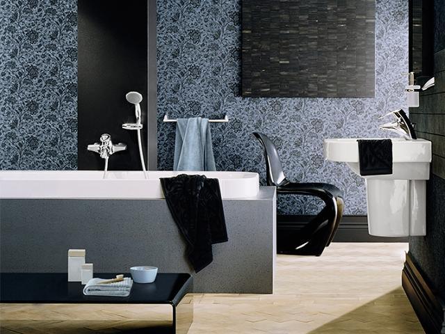Robinet de baignoire GROHE dans le thème moderne de salle de bains